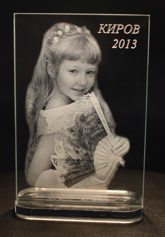 Photos in crystal provide wonderful 3D laser crystal gifts. Personalized laser engraved photo crystals are great for anniversaries, gifts, or memorials of people